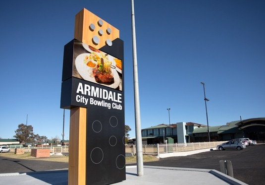 illuminated-advertising-club-signage-australia