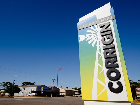 corrigin-entry-pylon-sign