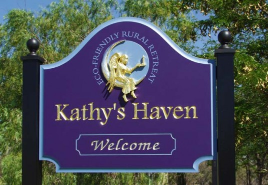 Kathy's_Haven_B&B_entry_sign