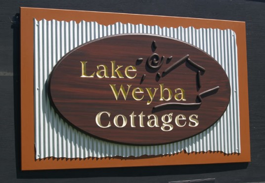 Lake Weyba Cottages B&B Sign