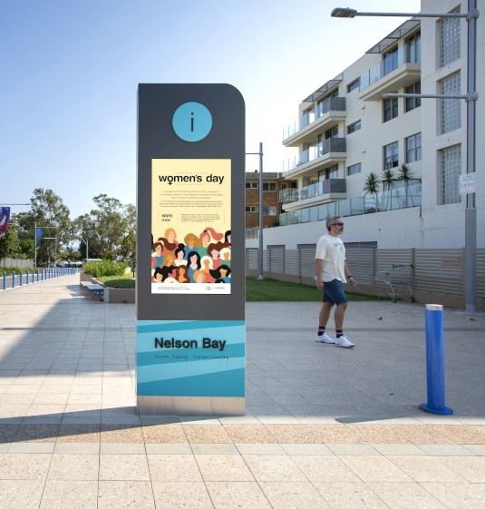outdoor-tourism-notice-board-sign-with-hd-lcd-screen