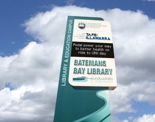 batemans-bay-library-illawarra-tafe-university-of-wollongong-led-sign
