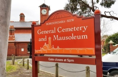 kew-cemetery-entrance-sign-in-melbourne-victoria