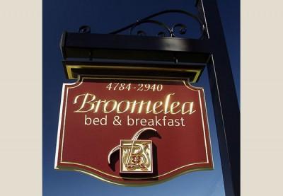 Broomelea B&B Sign System