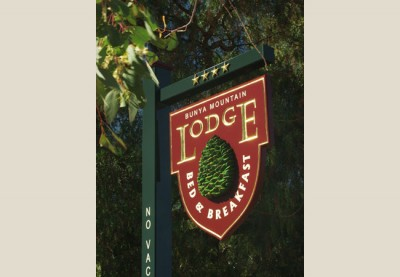 Bunya Mountain Lodge B&B Sign