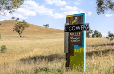 cowra-council-boundary-signage-on-highway