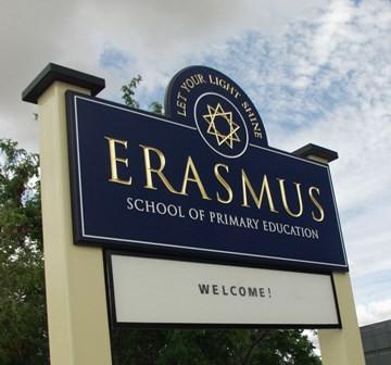 Erasmus_School_Hawthorn_entry_signs
