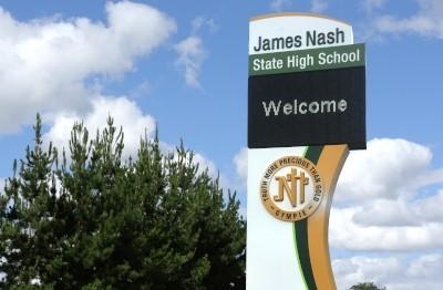 led-pylon-sign-for-james-nash-state-high-school