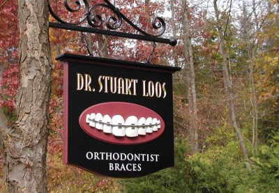 Dr. Stuart Loos Dental Sign