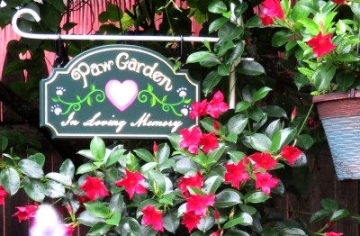 paw-garden-pet-cemetery-sign-hand-crafted