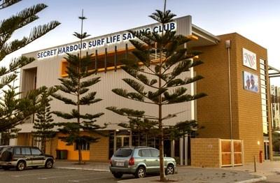 illuminated-lettering-sign-secret-harbour-surf-club
