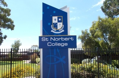 entry-pylon-sign-for-st-norbert-college-perth