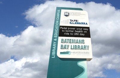 university-of-wollongong-external-led-message-board-sign-batemans-bay
