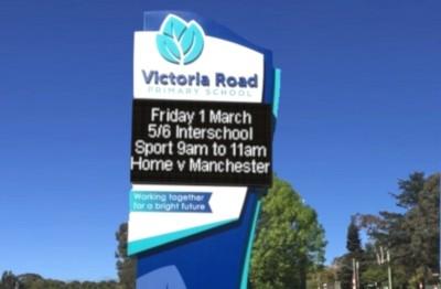 victoria-road-primary-school-outdoor-led-pylon-sign