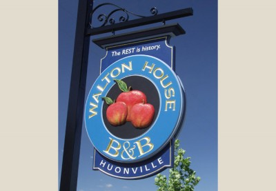 Walton_House_Bed&Breakfast_welcome_sign