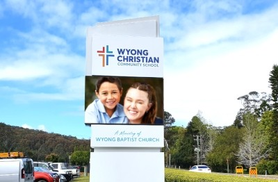 australian-school-electronic-message-pylon-signs