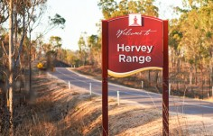 hervey-range-entrance-frangible-sign
