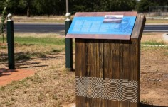 interpretive-historical-park-sign-cowra
