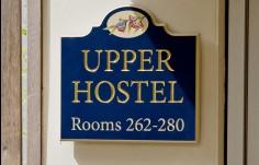 Kirkbrae upper hostel directional sign