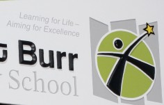 Magnetic_school_sign_for_Mount_Burr_PS