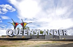 giant-letter-state-welcome-sign-queensland-australia