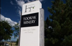 Entry_monument_for_Toorak_Winery